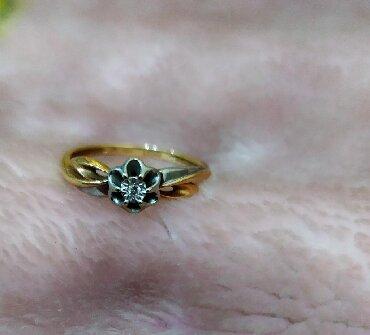 Срочно продаю золотое кольцо с природным камнем брильянт.размер