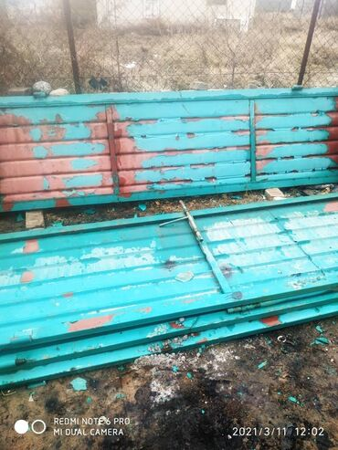 ворота на гараж в Кыргызстан: Срочно продаю Ворота Высота 3 м. Ширина 4 м, Гармошка Металл толщины