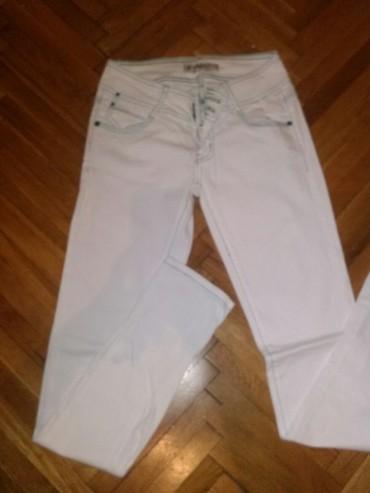 Ženska odeća | Kovin: Bele uske farmerke vel s, imaju 2%elastina,farmerke su nove samo