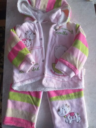 детские костюмчик в Кыргызстан: Продам костюмчик на девочку от 1 до 6 мес. Детские вещички