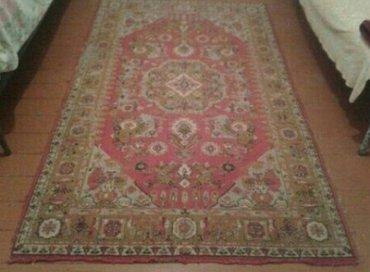 Sumqayıt şəhərində Qədimi irəvan xalçası uzunu 2. 33m eni 1. 38 m satılır.