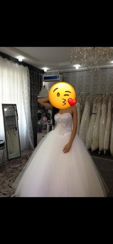 пышное платье в пол в Кыргызстан: Продаю свадебное платье очень пышная,цвет Айвори,размер S подойдёт и
