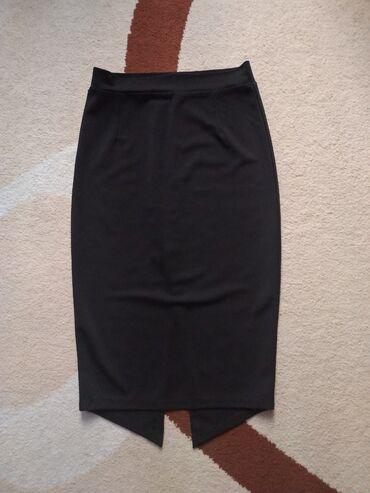 Шикарная юбка карандаш. Чуть ниже колен. Отлично подчеркивает фигуру