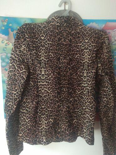 Пиджак, 42 размера, новый. Прошу 300 сом. Ткань плотная