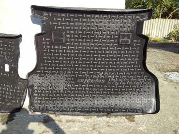 Продаю полики в багажник на toyota avensis оригинал в отличном