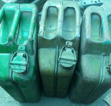 Продаю канистры для бензина б/у .5 литров,12 литров ,20 литров в Бишкек