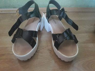 Differente sandale par puta nosene broj 39 duzina gazista 24,5 cm - Ruma