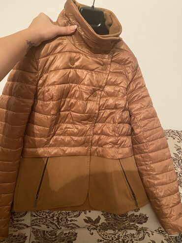 женское платье размер м в Кыргызстан: Куртка очень тёплая 800 сом, размер М. Юбка с сеткой снизу 600 сом, ра