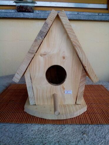 Kuća i bašta - Knjazevac: Kućica za ptice- br.2 Prodajem nelakiranu kućicu za ptice sa postoljem