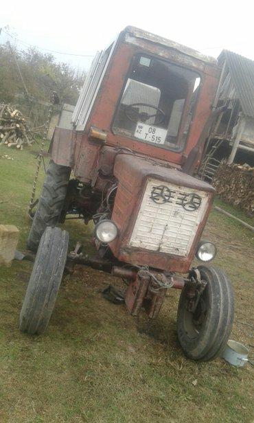 Bakı şəhərində Traktor 25 tekerlerinin 4 du de ela vəziyyətdədirlər   dalinda ot bice