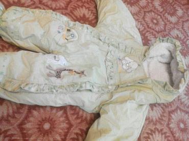 детские куртки комбинезоны в Кыргызстан: Комбинезон зимний на 5-12 мес. Цвет ярче, чем на фото. Состояние