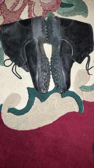 İnşaat üçün bogazli ayakkabilar daş çekic zerbelerini qoruyur 7