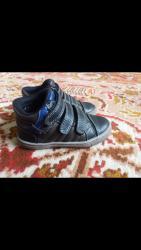 женская обувь в наличии в Кыргызстан: Обувь на мальчика, 24р, в отл.сост. - 300с