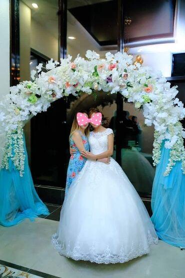 Свадебные платья и аксессуары - Бишкек: Сдаётся свадебное платье на прокат одевала 1 раз размер 42-48 регулиру