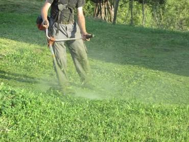   Barajevo: Kosenje i uredjivanje vrtova
