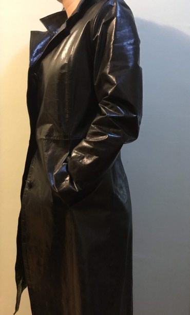 10129 oglasa: Kožni mantil. dužina do kolena. sa zadnje strane skriveni rajsfešlus