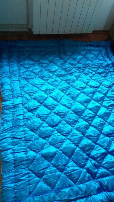 Rucno siven jorgan,punjen 100%vunom, dimenzija 188cm x 142 cm,ne - Stara Pazova