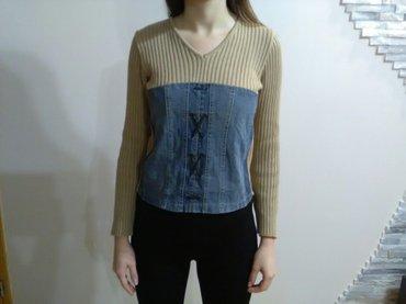 Odličan džemper u bež boji kombinovan sa prednje strane teksas platnom - Pozarevac