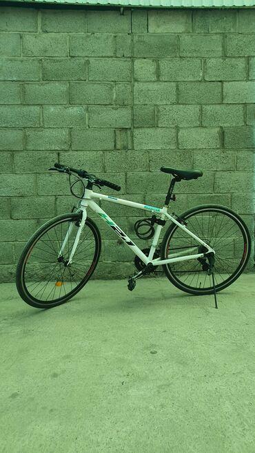 Спорт и хобби - Новопавловка: Срочно продаю лёгкий шосейний велосипед, рама алюминий.Состояние