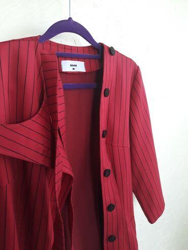 Пиджак женский, красного цвета, размер М