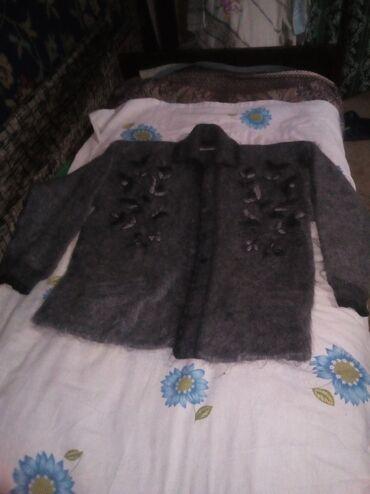 Продаются женские,мужские вещи недорого,туфли,сапоги,куртки на осень,п