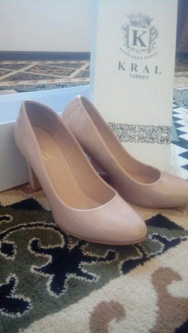 туфли одели один раз в Кыргызстан: Туфельки лакированные сидит идеально размер 37. Производство Турция