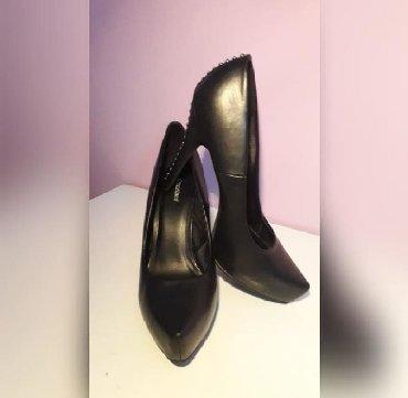 Graceland 39 Nove cipele na stiklu,sa nitnama pozadi. Broj 39 - Pancevo