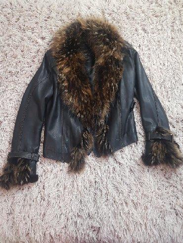 Jakna sa prirodnim krznom - Srbija: Zenska jakna od prave koze sa prirodnim krznom. Malo nosena, bez