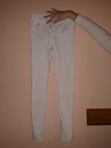 Bele pantalone 1100din broj 28