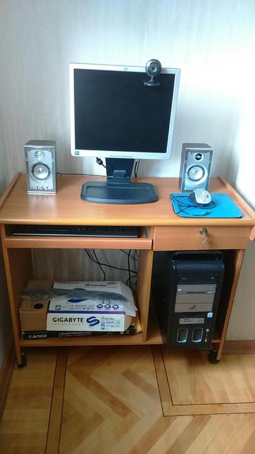 Masa ustu kompyuter. hamisi bir yerde stol da daxil 300 m