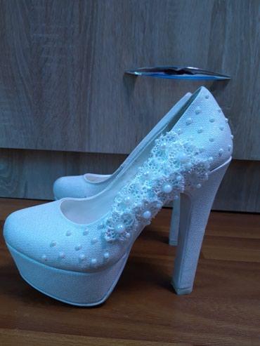туфли одеты один раз в Кыргызстан: Продаю свадебные туфли, одета один раз размер 35. очень удобные