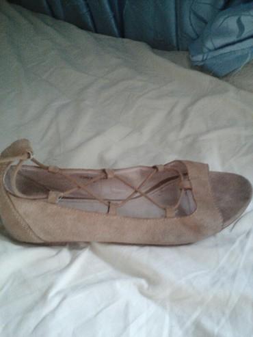Espritove kozne sandale na vezivanje u boji koze br 39 prodajem za 500 - Belgrade