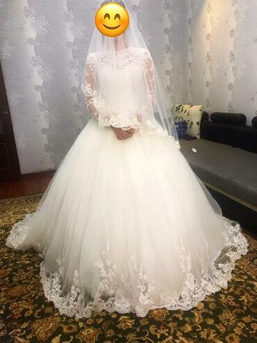 свадебное платье футляр в Кыргызстан: Продаю свадебное платье от итальянского бренда Mалинелли. Цвет айвори