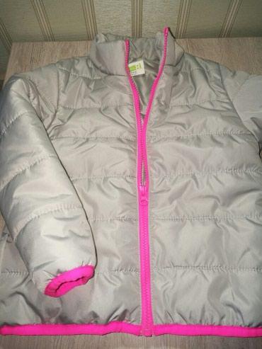 детская куртка для девочки 5 6 лет в Кыргызстан: Куртка для девочки 5-6 лет. Весна-осень. легкая и теплая. фирма