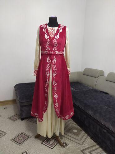 Продам национальное платье с жилетомсшито на заказ в ательеодевали
