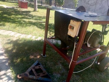Motorna testera - Srbija: Prodajem cirkular za drvo monofazni motor, 3 testere različitog
