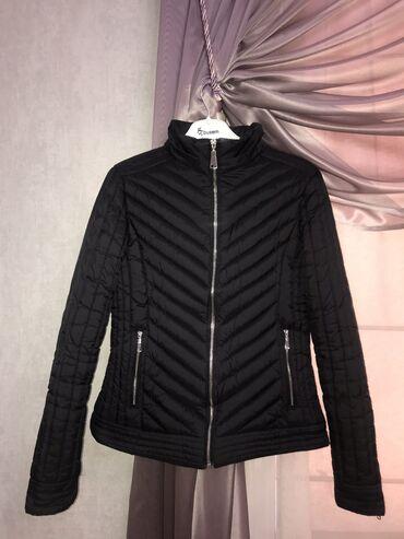 Короткая куртка на Деми сезон. Чёрного цвета. На размер 40-42
