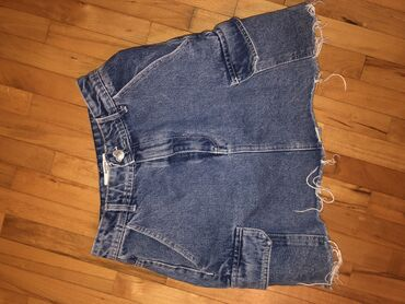 Bershka suknja,br 34,malo dublji struk