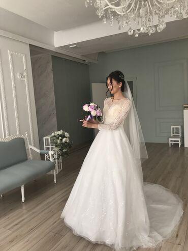 Личные вещи - Кыргызстан: Шикарное свадебное платье отличного качества выгладит потрясающе. В