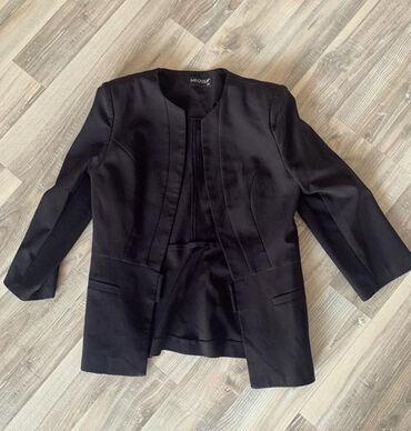 Crni sako strukiran, velicina S. Sako je potpuno nov i jako lepo stoji