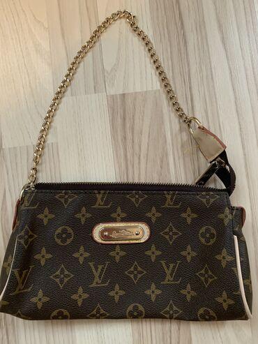 Небольшая сумочка в отличном состоянии, как новая