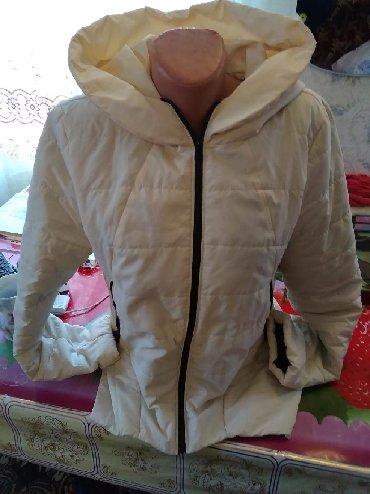 Женские куртки в Каинды: Курточка на весну 46-48 350 сом