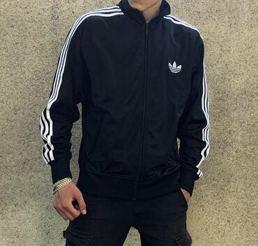 Спортивная куртка ADIDAS. Классическая вышивка, чёрный цвет и три