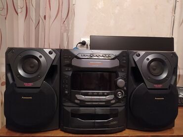 Динамики и музыкальные центры - Колонканын түрү: Акустикалык - Бишкек: Продаю муз.центр Panasonic SA-AK36.В хорошем состоянии.Работает радио