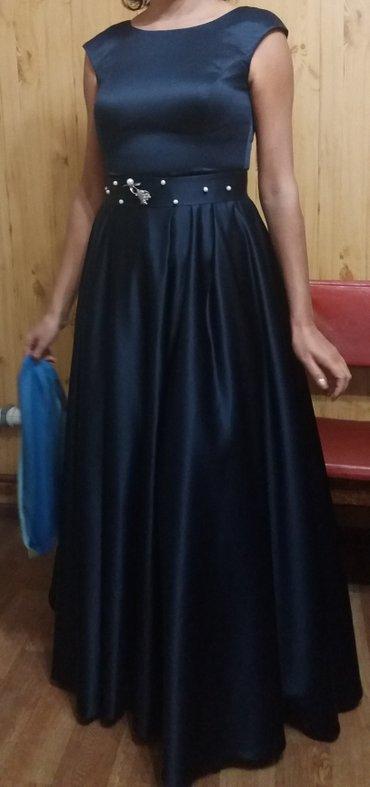 синее вечернее платье в Кыргызстан: Продается вечернее платье. размер 46-50 (затягивается шнурком).Одевала