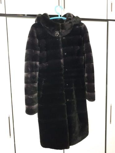 Продаю шубу мех натуральный мутон в отличном состоянии с капюшоном в Бишкек