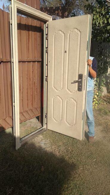 Ремонт и строительство - Кара-Балта: Срочно!!!Срочно!!!Продается в хорошем состоянии б/у бронь дверь.Цена