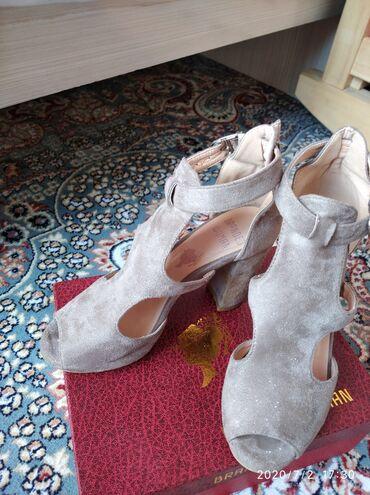 Женская обувь в Каракол: Пр-ю туфли(босоножки)  Носила 2 раза только  Покупала за 2700