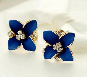 Хорошенькие серьги в форме цветочка. Расцветки синий, белый, розовый