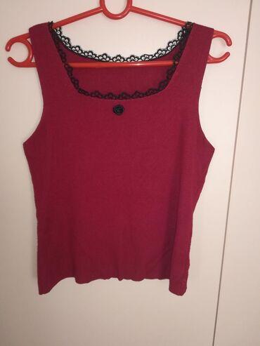 Crvena majica sa ruzicama